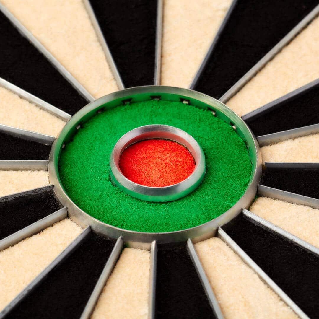 Bulls-Eye der Dartscheibe Winmau Blade 5 als Nahaufnahme