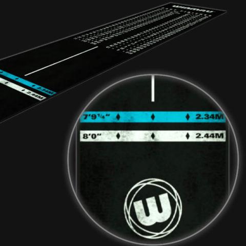 Schwarze Dart Matte von Winmau mit Zoom auf die Abwurf Markierungen