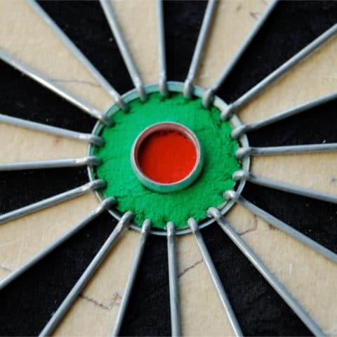 Bullseye und Draht der Winmau Dartscheibe PRO SFB