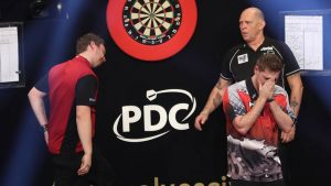 Berry van Peer weint auf der Bühne beim Grand Slam of Darts 2017