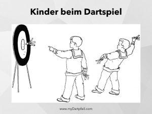 Kinder beim Dart spielen