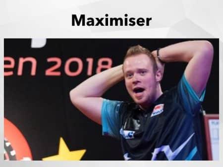 Max Hopp ärgert sich auf der Bühne