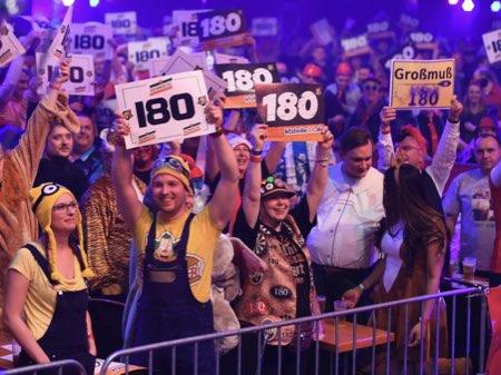 Menschenmenge bei Promi Darts WM