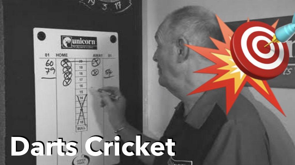 Mann schreibt auf Darts Cricket Scoreboard