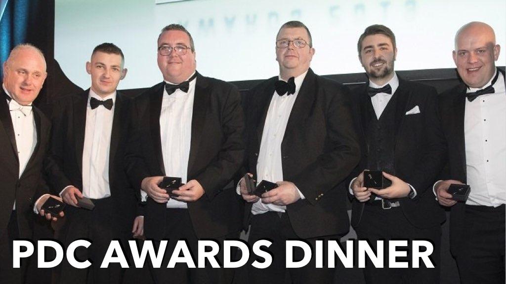 6 PDC Awards Träger mit Trophäen