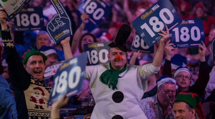Dart Fans mit Kostüm, 180er Schildern und Zeigefinger