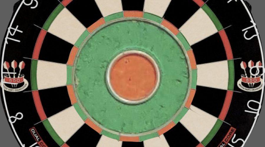 Dartboard mit einem sehr großen Bulls-Eye